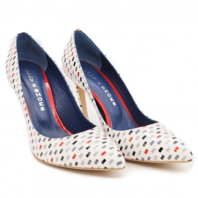 Eye Catching Fashionable High Heeled Shoes with Pointed Toe